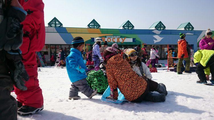 雪遊びばかりのじょに次郎