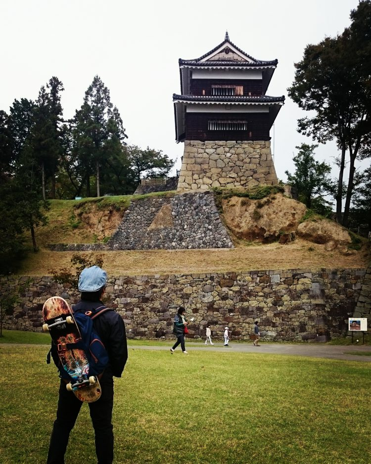 スケート背負って上田城へ