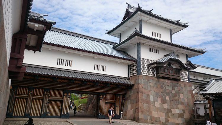 復元された金沢城の橋爪門